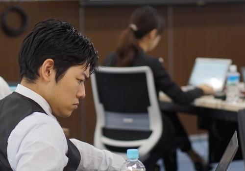 現場と事務部門とのコミュニケーションを改善することで、生産性を大きく改善できる可能性がある。